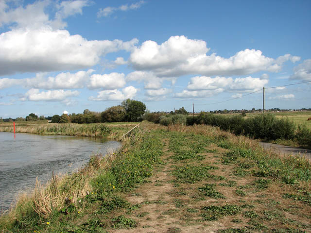 Raised bank between River Chet and Ferry Road