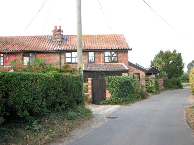 Cottages in Well Road