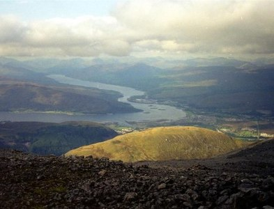 NN1571 : Looking NW from the path up Ben Nevis, from about 1200m by M J Richardson
