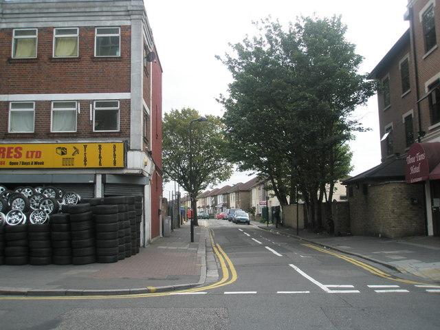 Looking eastwards along Kingston Road