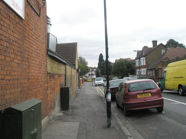 Looking eastwards along Osterley Park  Road