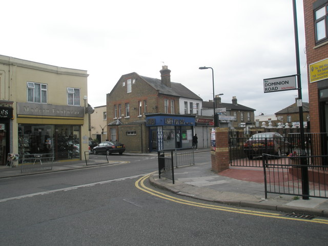 Junction of Featherstone Road and Dominion Road