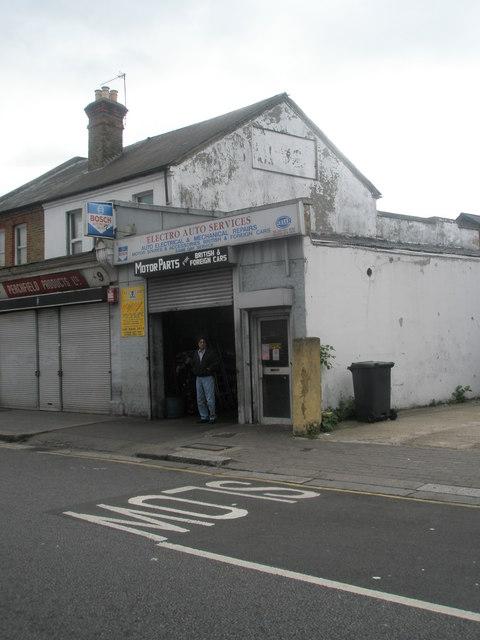 Garage in Featherstone Road