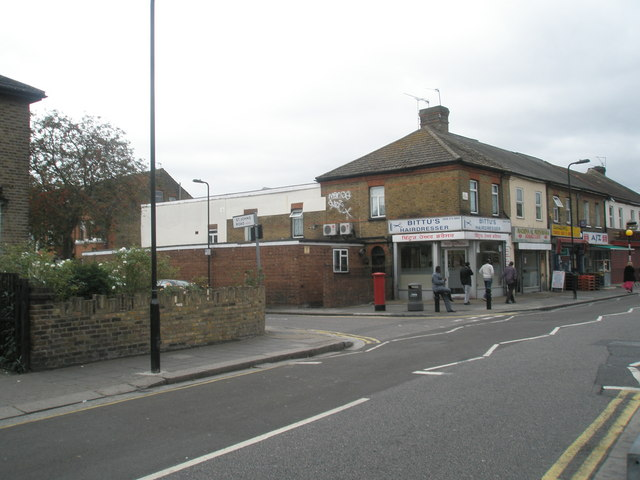 Approaching the junction of St John's  Road  and Featherstone Road