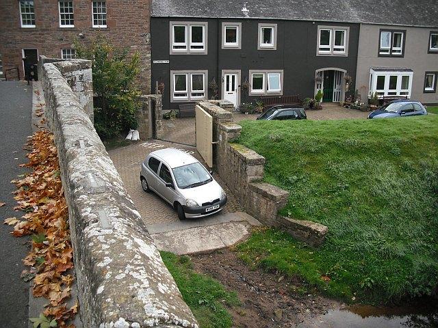 Flood defences, Richmond Row