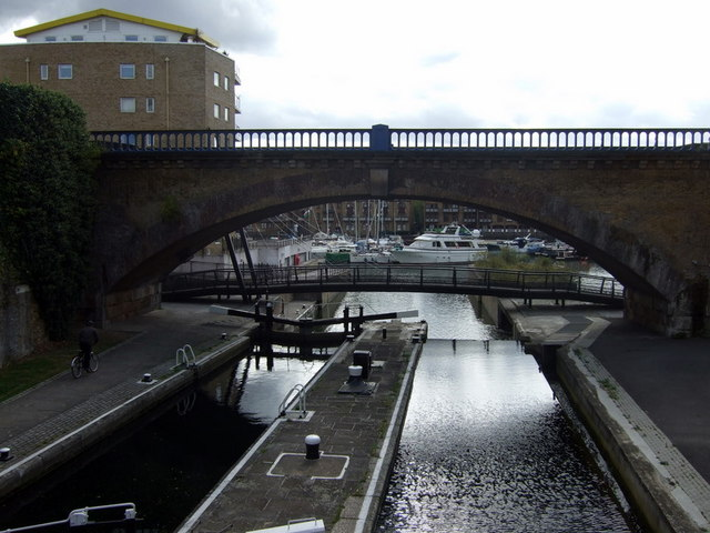 Commercial Road lock and Limehouse Basin