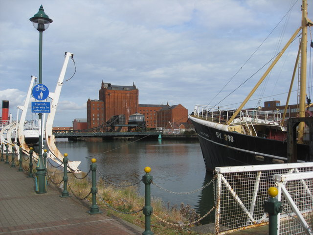 Grimsby - MFV Ross Tiger view towards Corporation Bridge