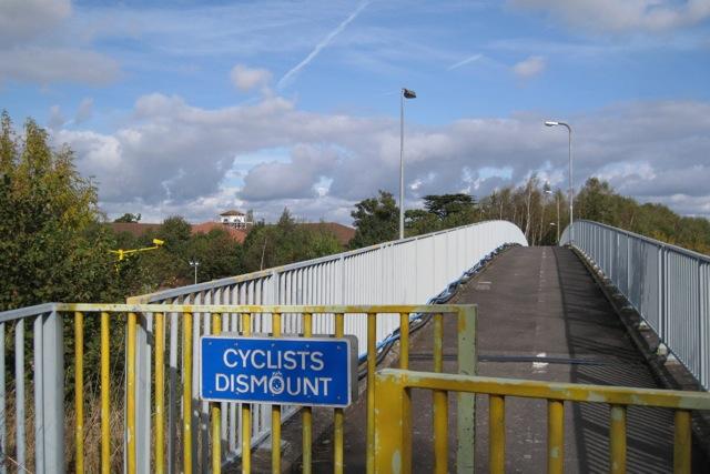 Cycle/footbridge across M40 east of junction 15