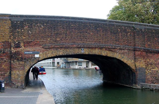 Wharf Road bridge (bridge number 39) over Regents Canal, Islington