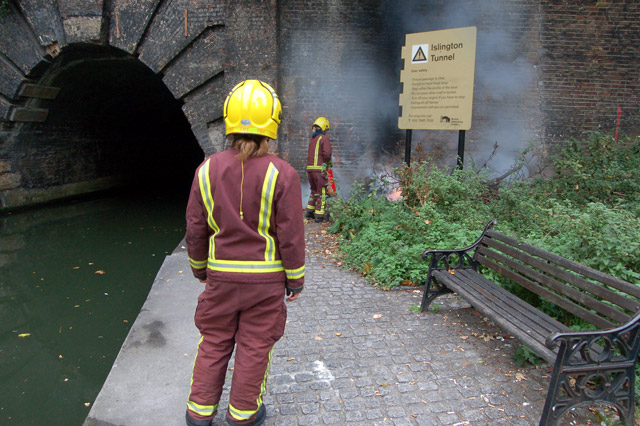 Firefighting beside the Regents Canal, Islington (2)