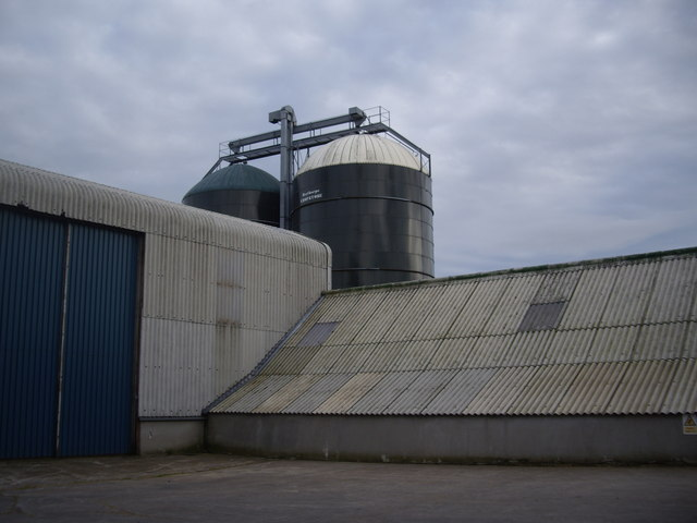 Twin silos at Collithie Mill