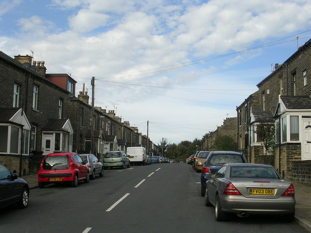 Woodside Crescent - Woodside Road