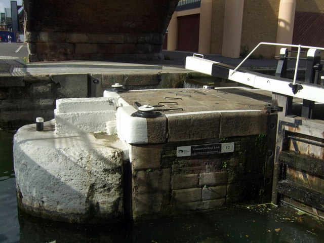 Commercial Road lock, close-up
