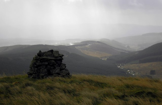 Looking South to Pengrain from the Shepherds Cairn on Ettrick Pen