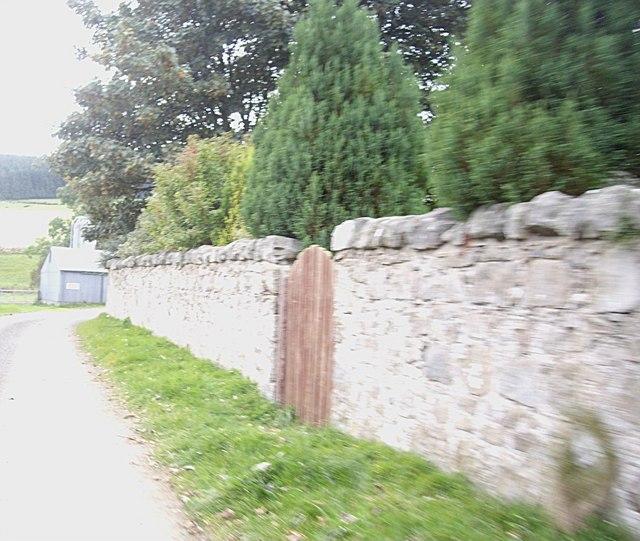 Garden wall and gate, Wester Tillathrowie