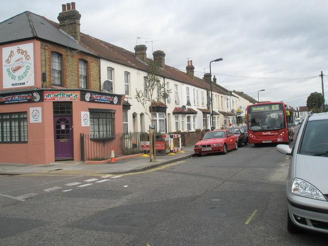 E5 bus in Sussex Road