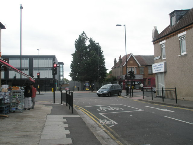 Junction of Featherstone Road and Western Road