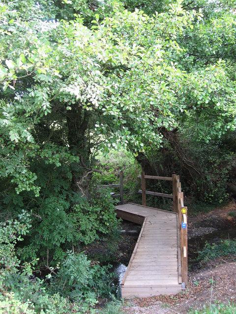 Footbridge near Drews Farm