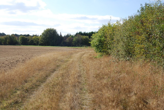 Footpath heading to Manor Farm