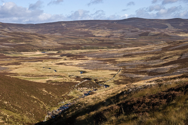 Duchrie Burn and the remains of a settlement.