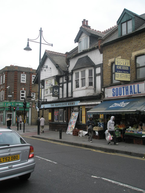Approaching the junction of Havelock  Road  and King Street