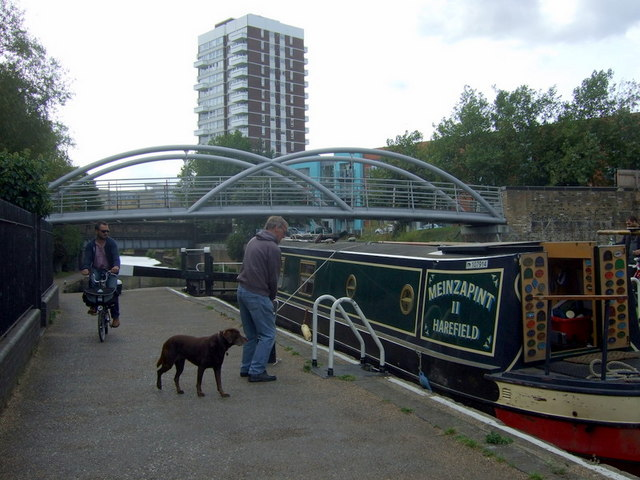 Narrowboat at Salmon Lane lock