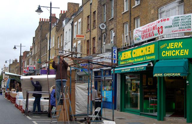 Morning set-up at Chapel Street market, Islington (4)
