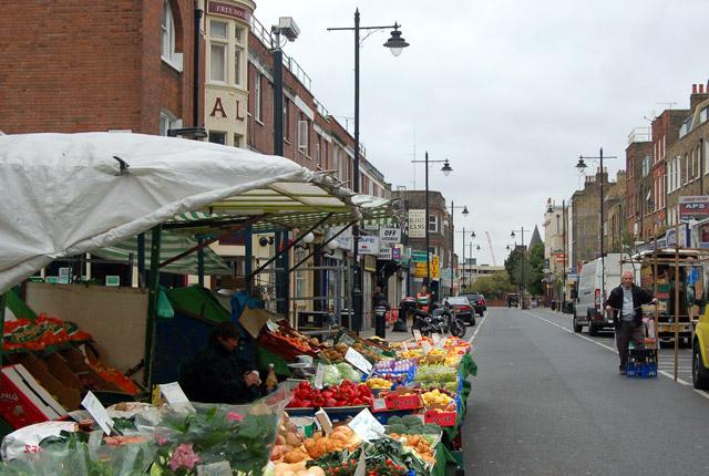 Morning set-up at Chapel Street market, Islington (5)