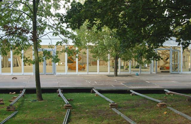 Preparing for Frieze Art Fair, Regents Park (4)