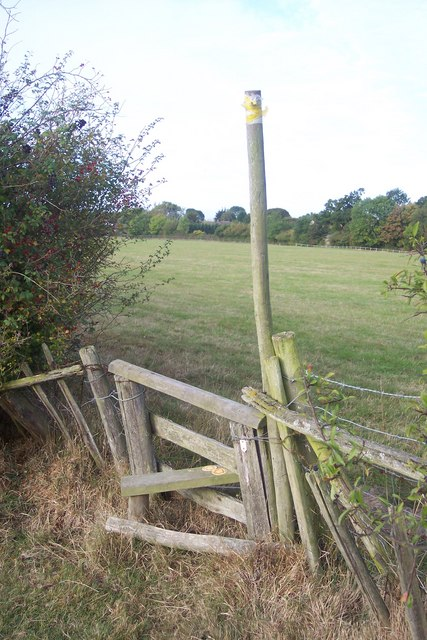 Stile on footpath junction (1)