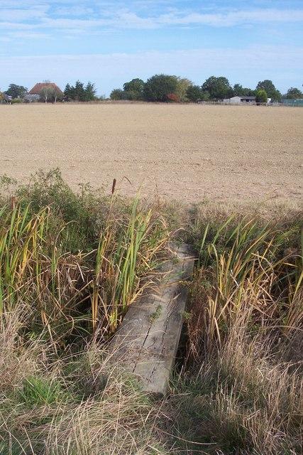 Footbridge near Haffenden Barn