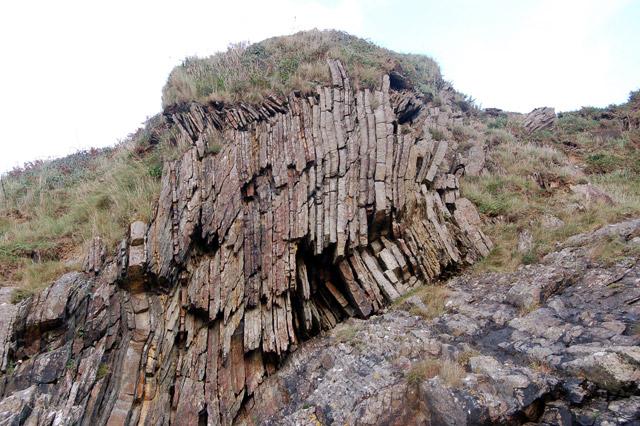 Fractured strata above Gwadn Cove near Solva