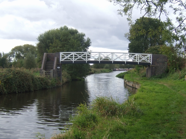 Trent and Mersey Canal - Bridge 44
