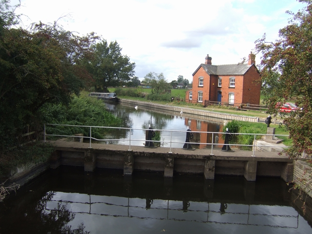 Sluice on the Trent and Mersey Canal at Wychnor Bridges