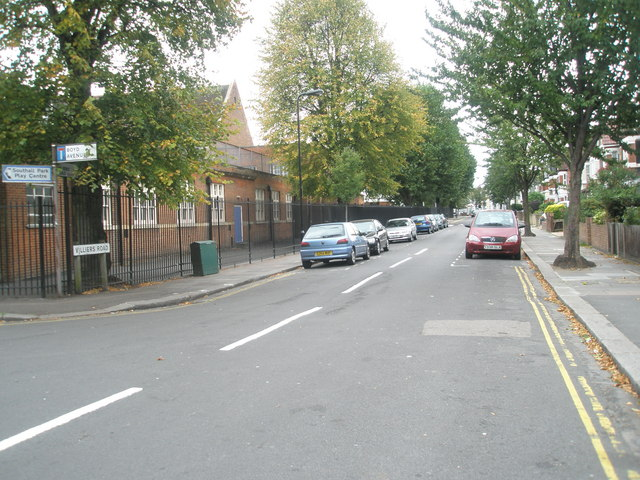Looking southwards down Villiers Road