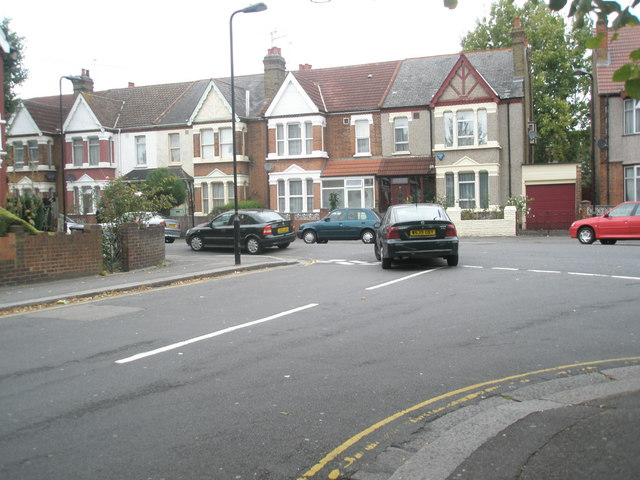 Car turning from  Villiers Road into Boyd Avenue