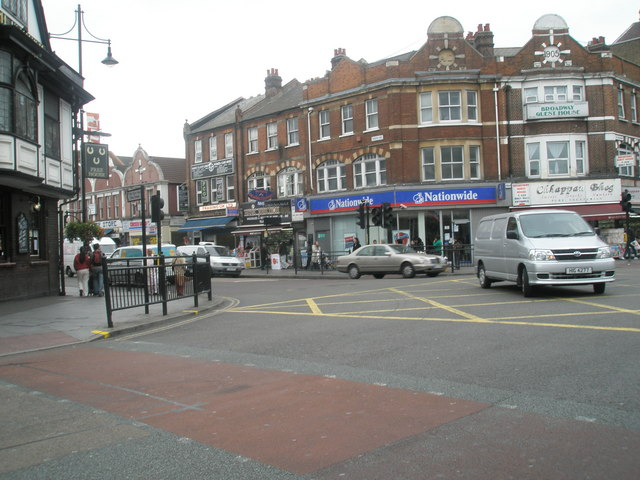 Vehicle turning from South Road into the High Street