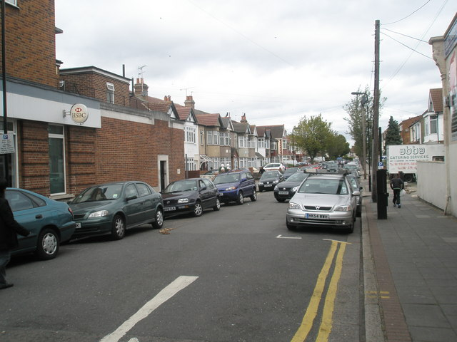 Looking northwards up Greenford Avenue