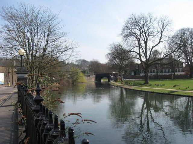 Grand Union Canal: Bridge No 141, Castle Street, Berkhamsted