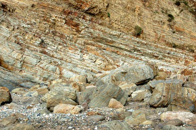 Near-horizontal strata in cliffs at Pwll March, Newgale