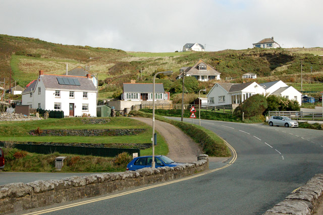 Looking north along the A487 from Newgale Bridge
