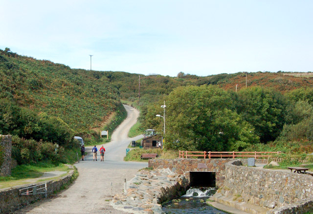 The lane out of Porthclais looking northwest