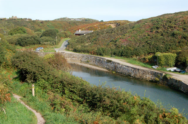 Wall and kilns on the east side of Porthclais harbour