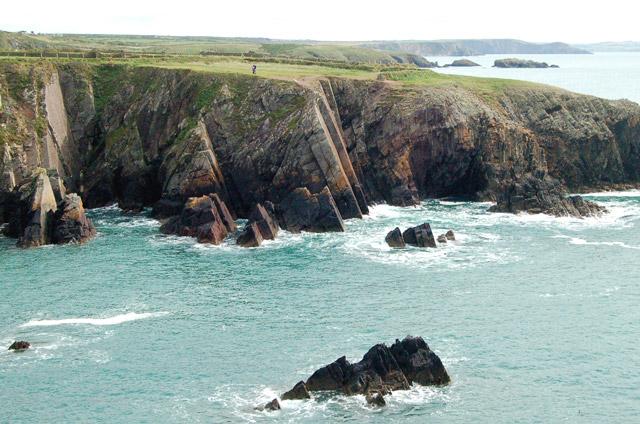 Trwyn Cynddeiriog east of Porthclais