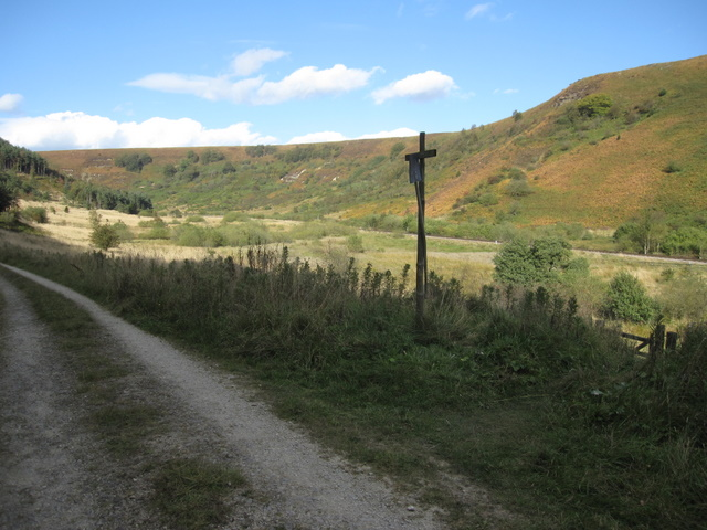 Footpath junction in Newtondale