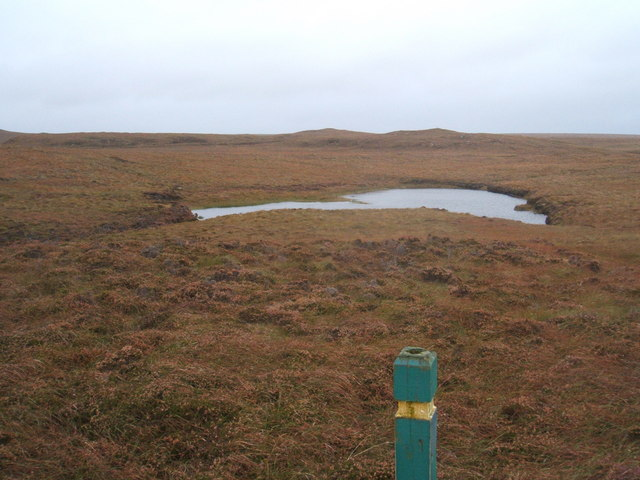 Trail marker post and lochan