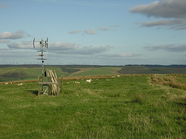 Communications mast on Penycrocbren