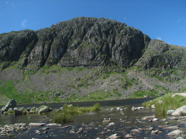 Pavey Ark from the outflow of Stickle Tarn