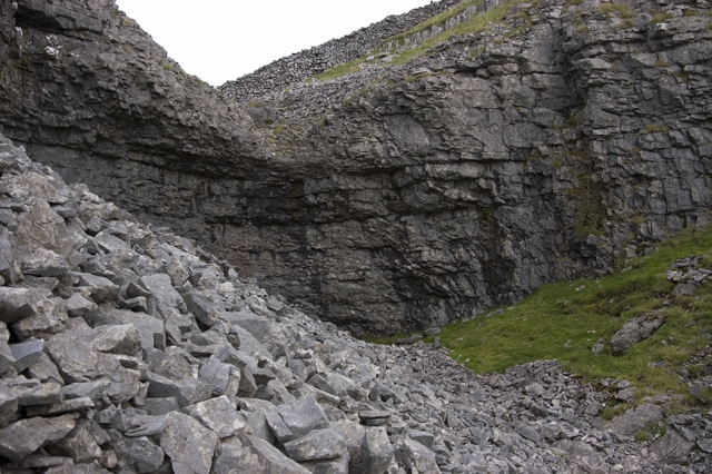 The dry waterfall at Studrigg Scar