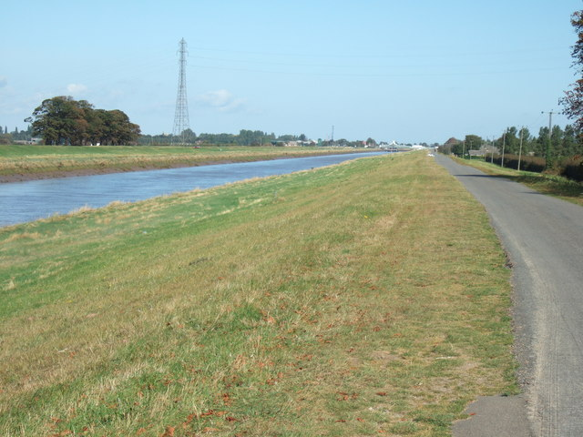 East bank of The River Nene looking towards Sutton Bridge